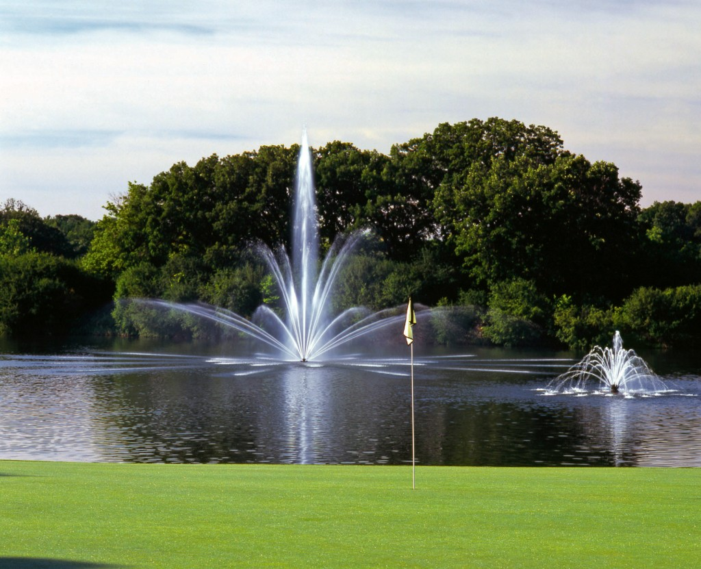 Floating fountains pond supply north florida for Pond with fountain